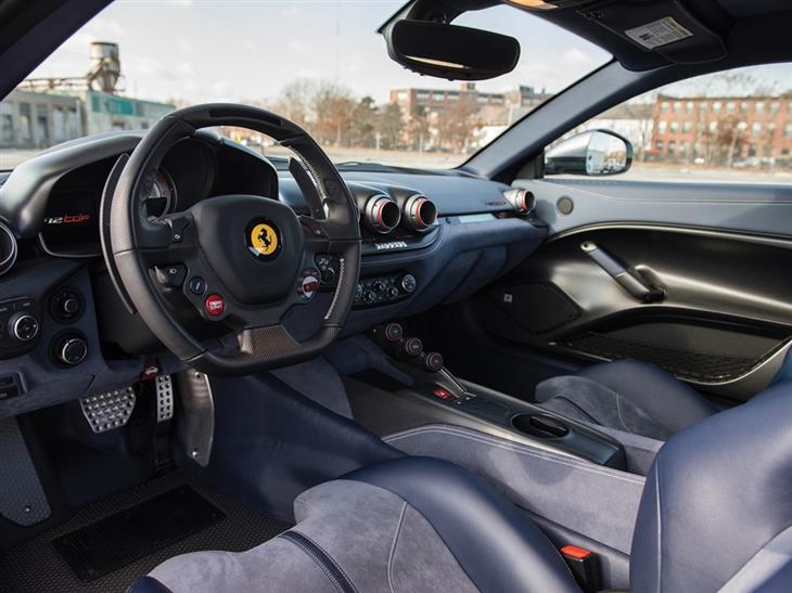 Ferrari F12 tdf салон