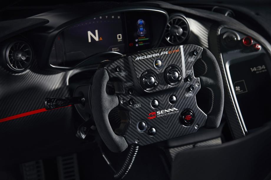 салон McLaren P1 GTR