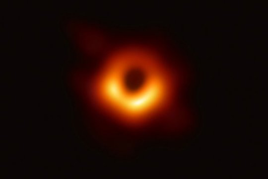 изображения чёрной дыры