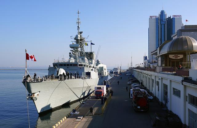 два корабля НАТО