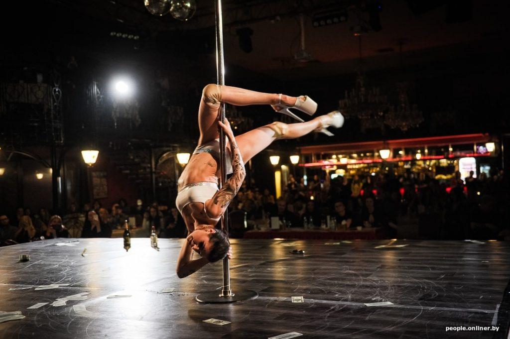 акробатика на шесте