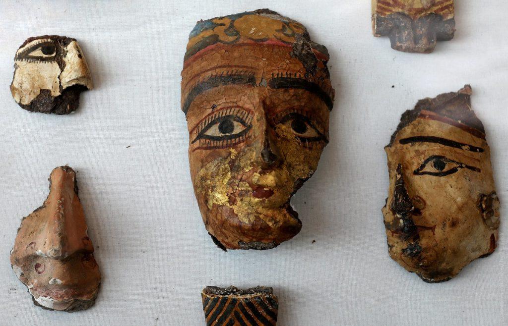 маски гробниц