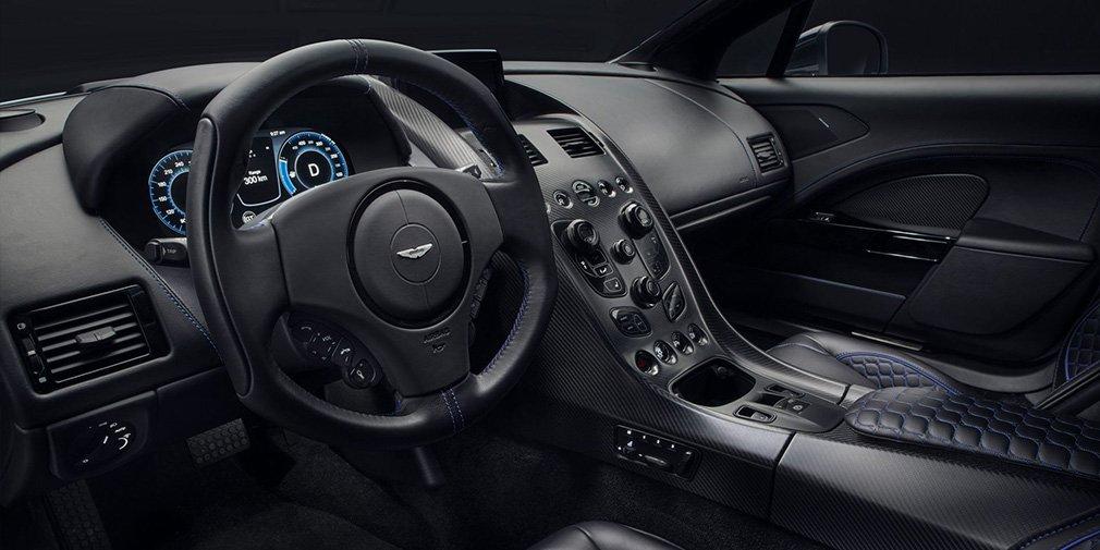 интерьер Aston Martin