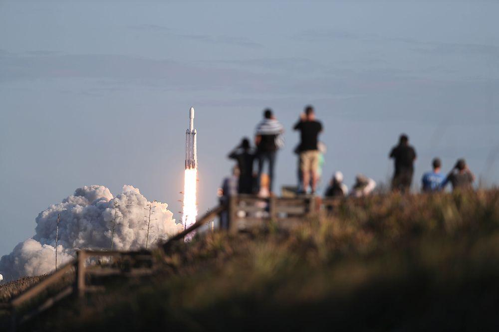 SpaceX впереди