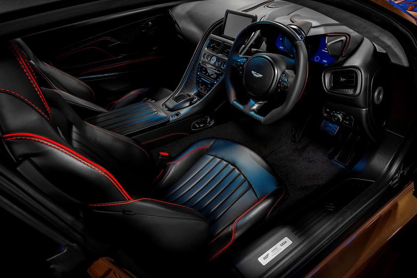 интерьер Aston Martin DBS Superleggera