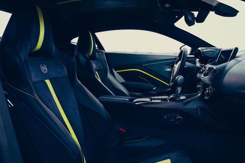 интерьер Aston Martin Vantage AMR