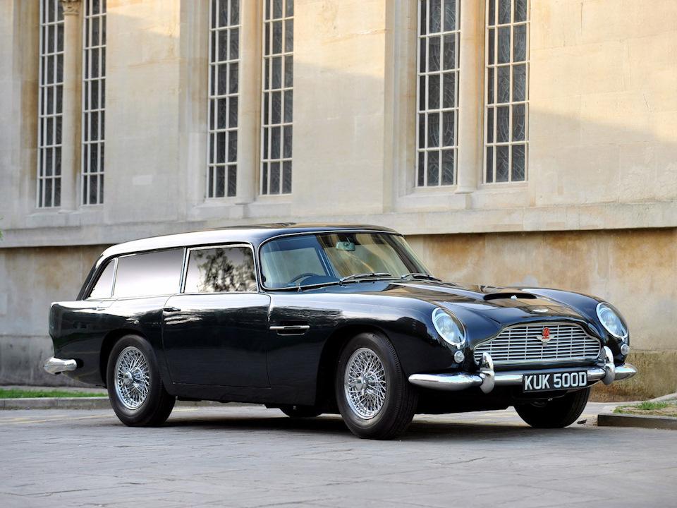 красивый универсал Aston Martin