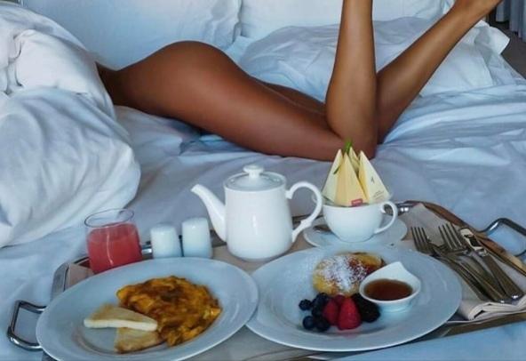 сексуальный завтрак