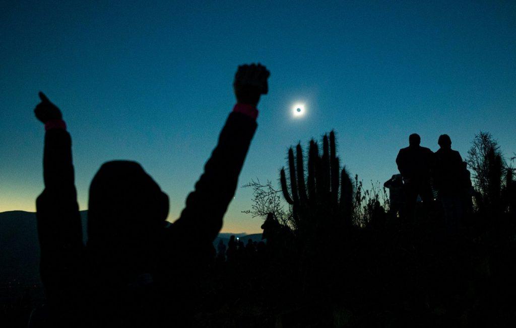 люди и солнечное затмение
