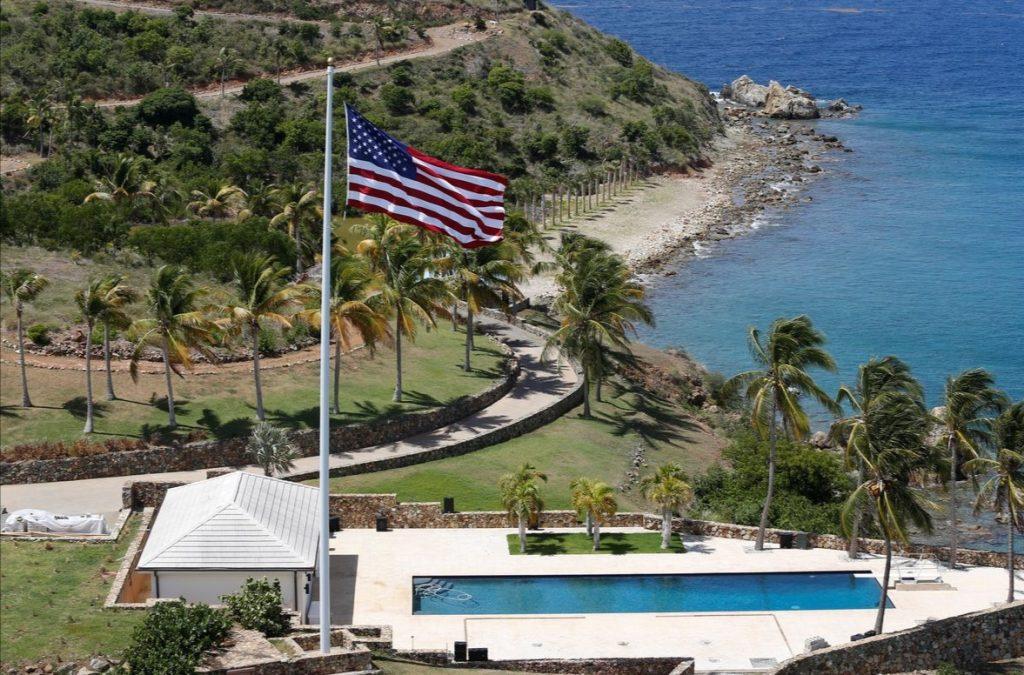 флаг сша на острове