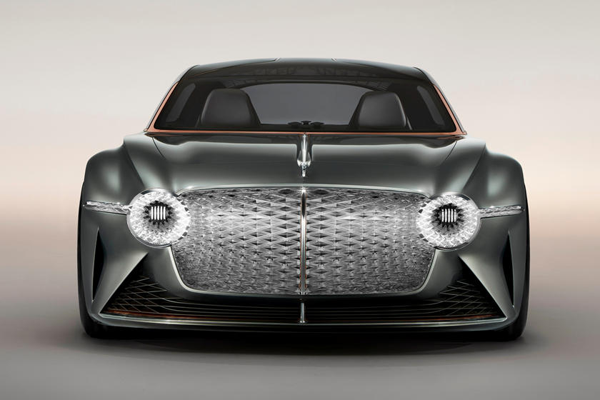 перед Bentley EXP 100 GT