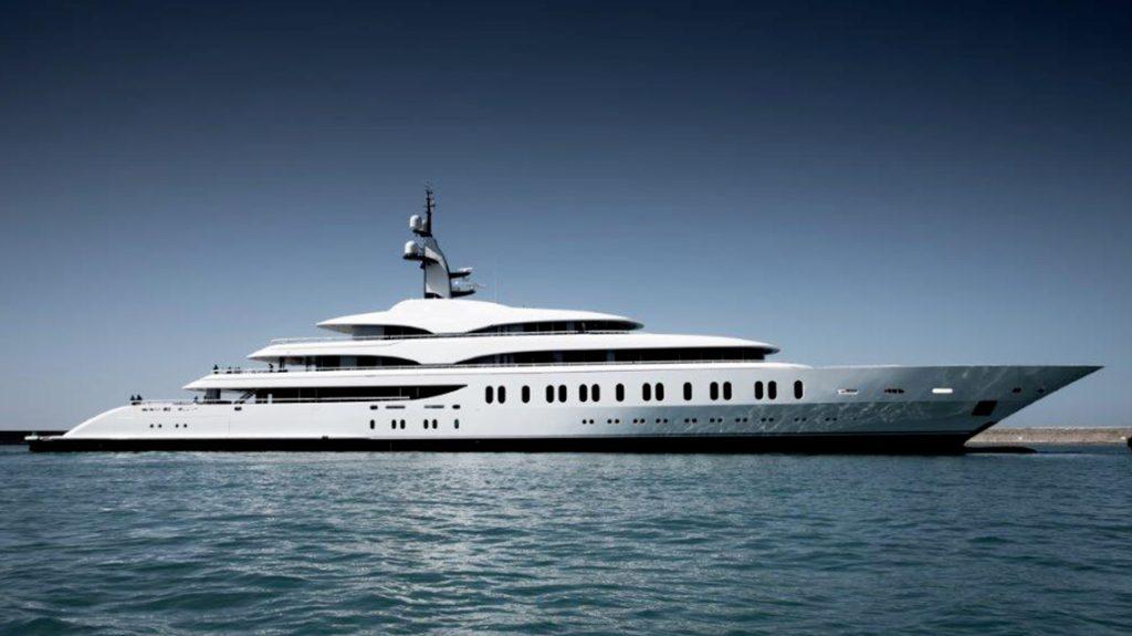 красивая яхта Benetti Giga FB275
