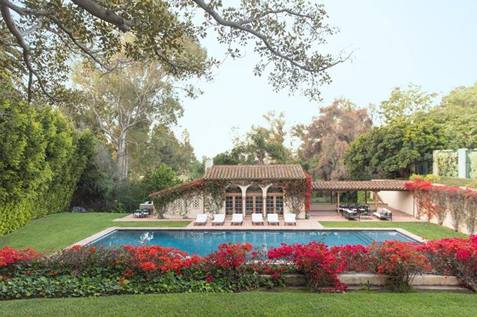 бассейн в поместье