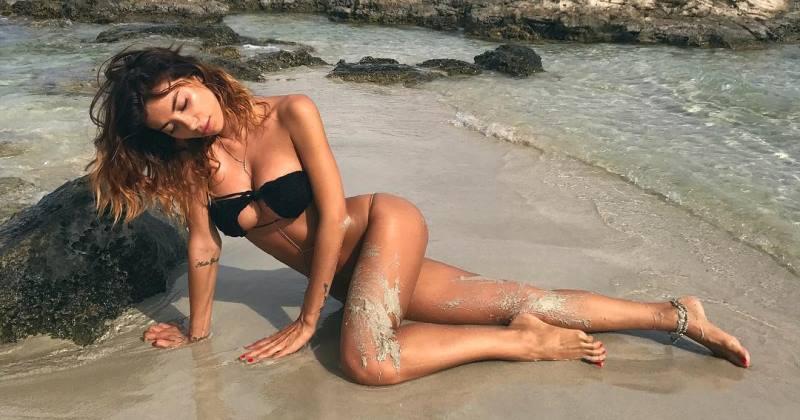 красивая девушка на пляже
