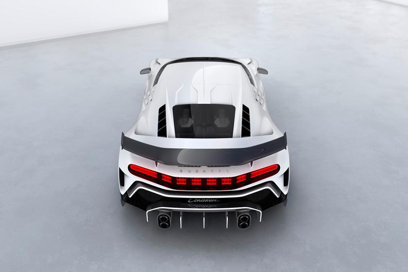 Bugatti Centodieci вид сзади