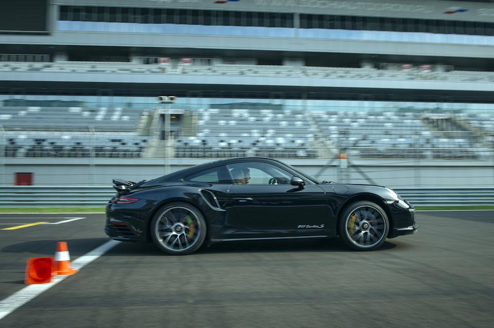Porsche Turbo S встаёт на дыбы
