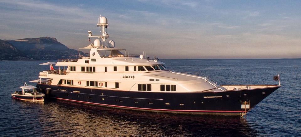 яхта BLU 470