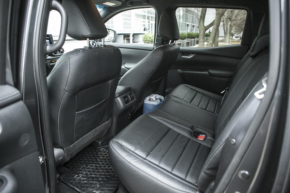 задний ряд Mercedes