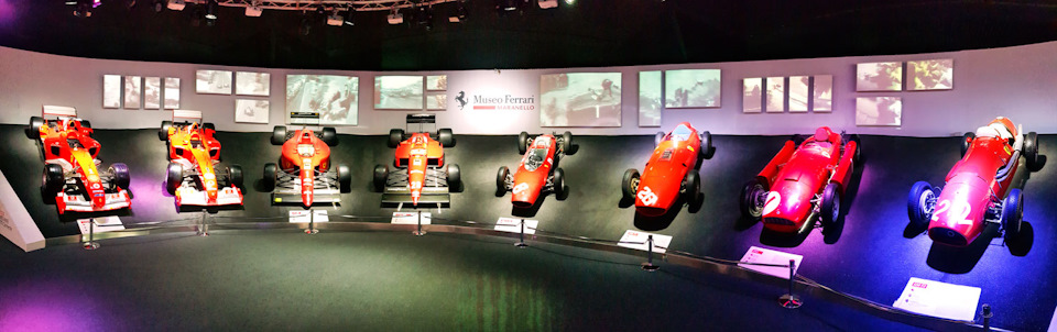 Зал Славы и Ferrari 500F2 (1951), Ferrari D50 (1955), Ferrari 246 F1 (1958), Ferrari 156 F1-63 (1963), Ferrari F1 87-88C (1988), Ferrari F1-90 (1990), Ferrari F2004.