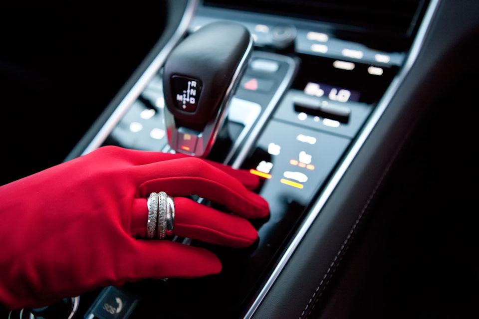 Porsche Panamera 4S перчатки