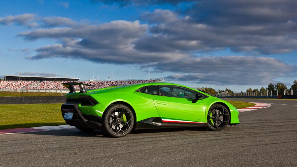 Lamborghini Huracan Performante в профиль