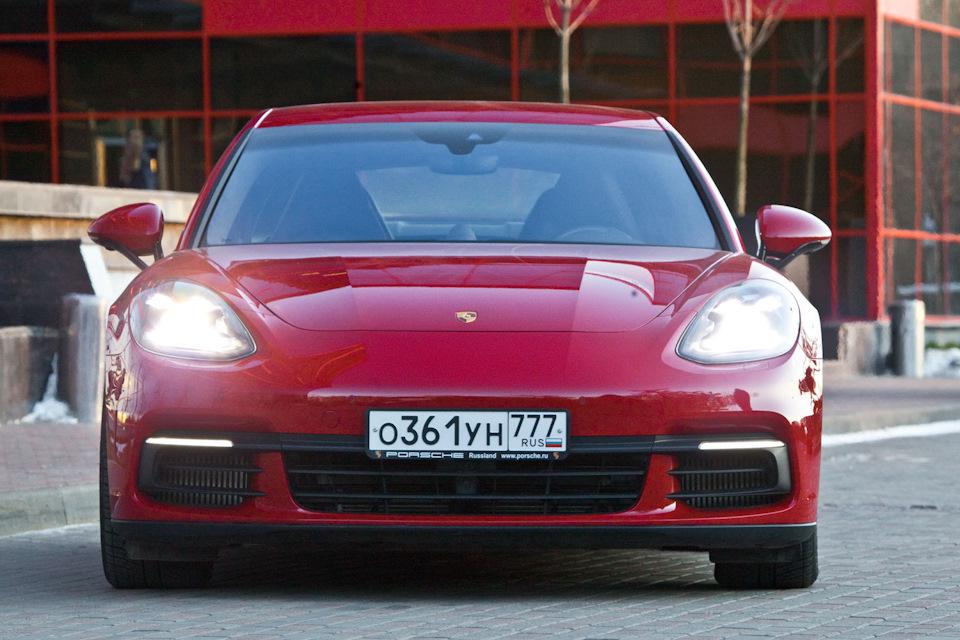 Porsche Panamera 4S спереди
