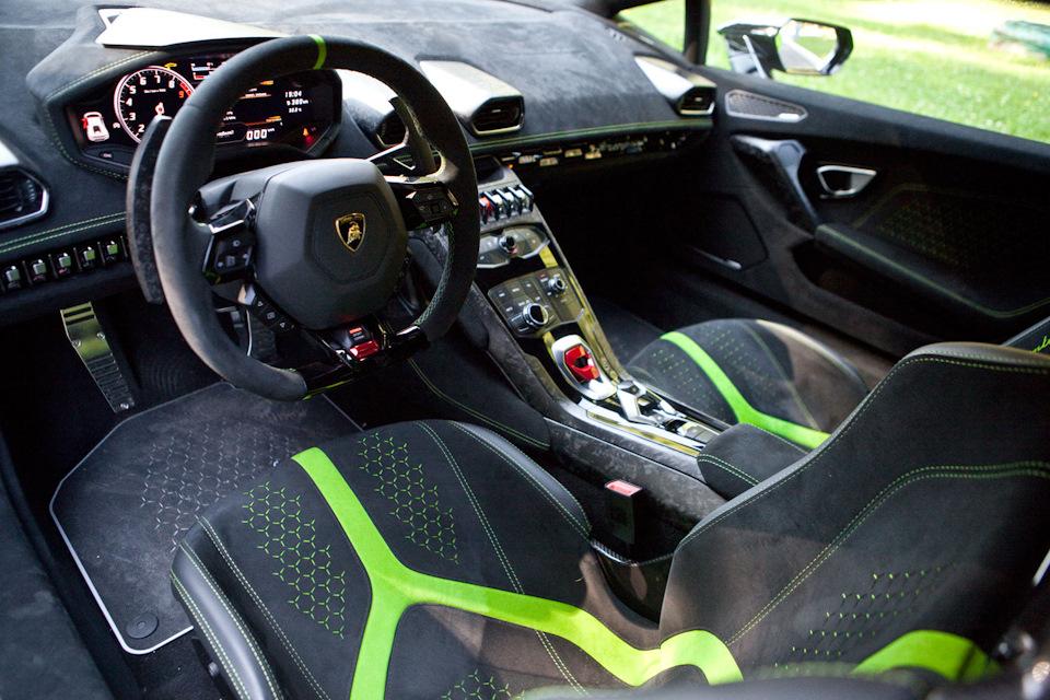 Lamborghini Huracan Performante салон