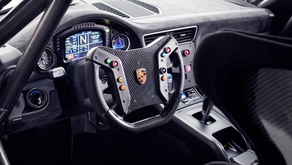Porsche 935 XXI века интерьер