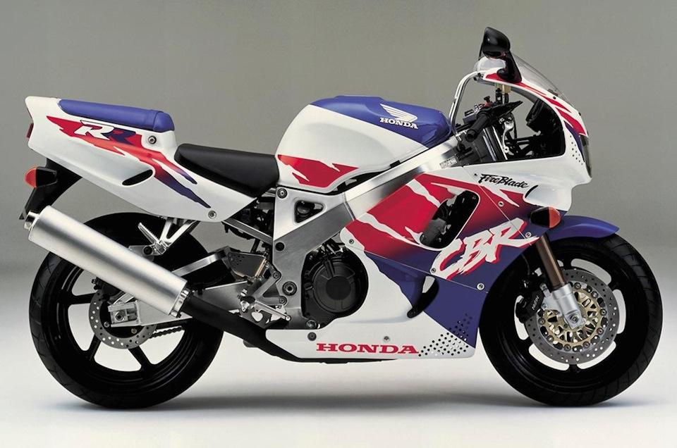 1992-1993 Honda CBR900RR-N/P (893 см³, 123 л.с., 185 кг) SC28
