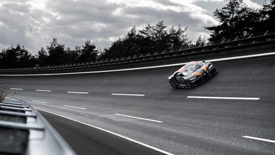 Bugatti Chiron Super Sport 300+ скорость