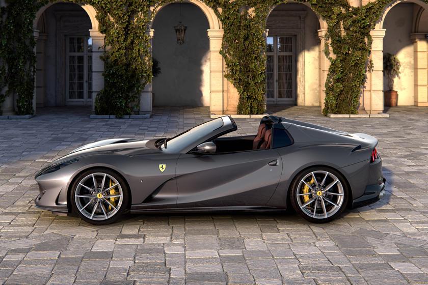 Ferrari 812 GTS в профиль
