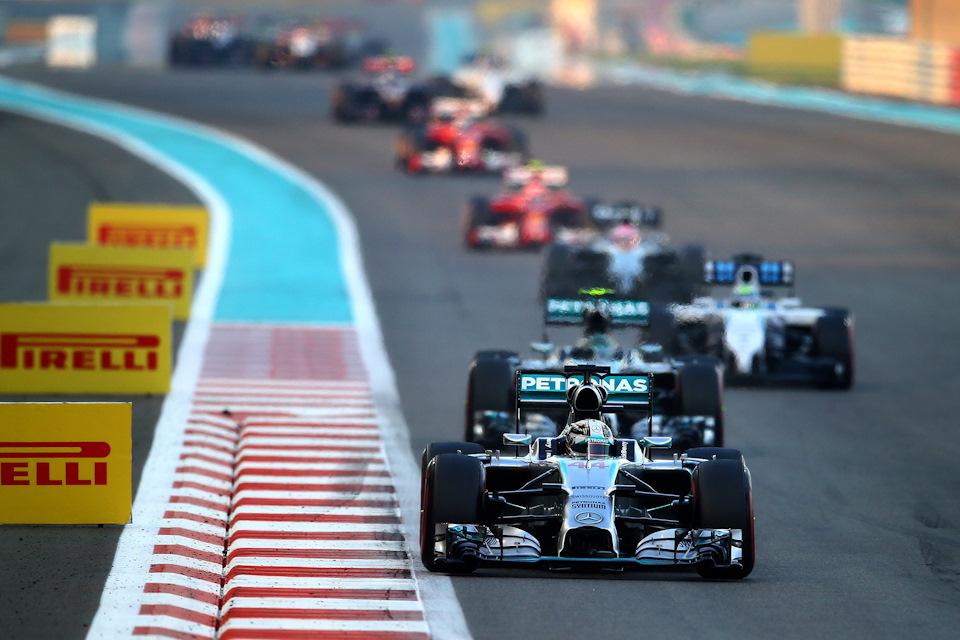 Льюис Хэмильтон (Mercedes F1 W05) лидирует в Гран При Абу-Даби '14
