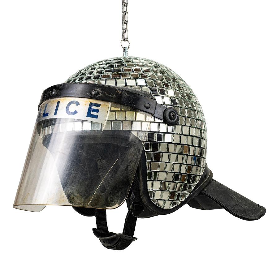 полицейский шлем от бэнкси