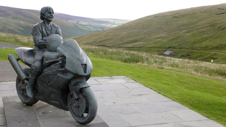 Настоящей легендой Isle of Man TT стал ирландский мотогонщик Джоуи Данлоп