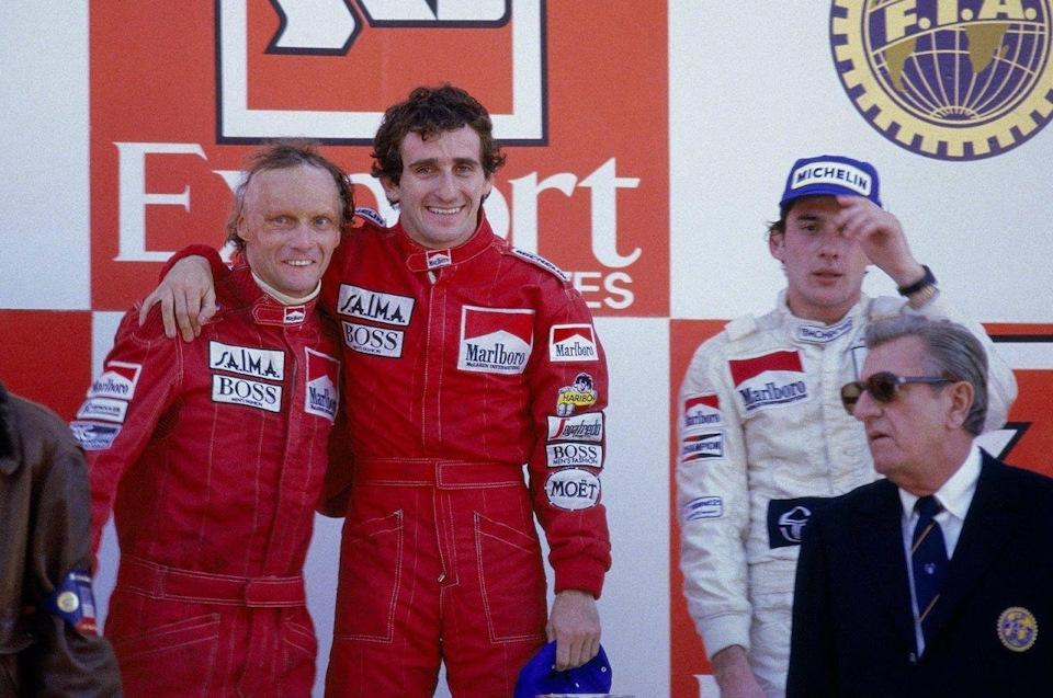 Подиум Гран При Португалии '84: Ники Лауда, Ален Прост, Айртон Сенна и президент ФИА Жан Мари Балестер