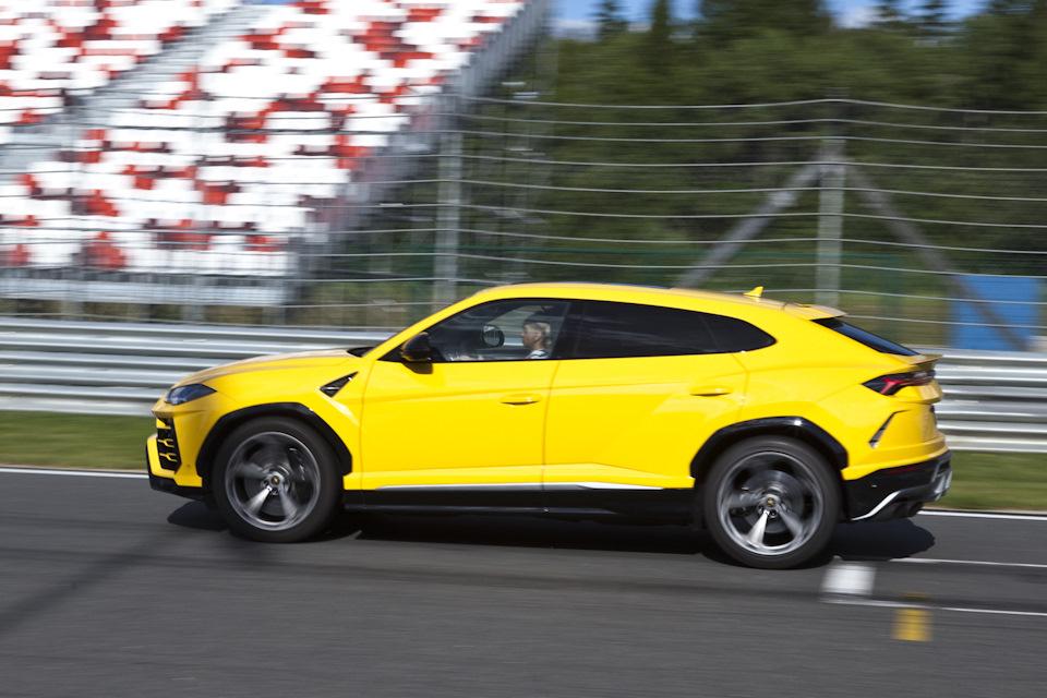 Lamborghini Urus старт