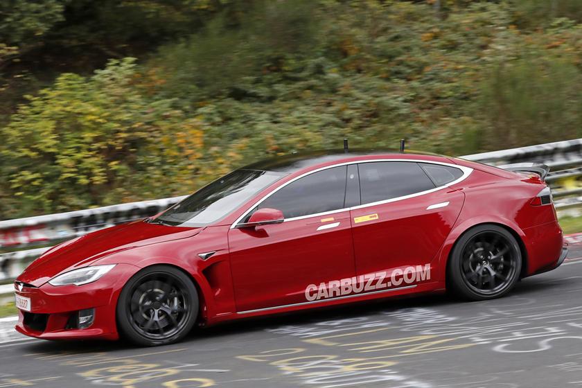 Tesla собирается отнять корону у Porsche Taycan как самого быстрого 4-дверного электрокара на Нюрбургринге
