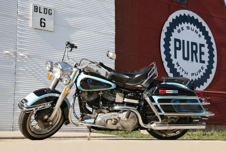 Король стал владельцем круизера Harley-Davidson FLH 1200 Electra Glide