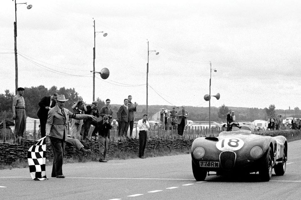 Jaguar C-type экипажа Тони Ролт/Дункан Хэмилтон – победители «24 часов Ле-Мана» '53.