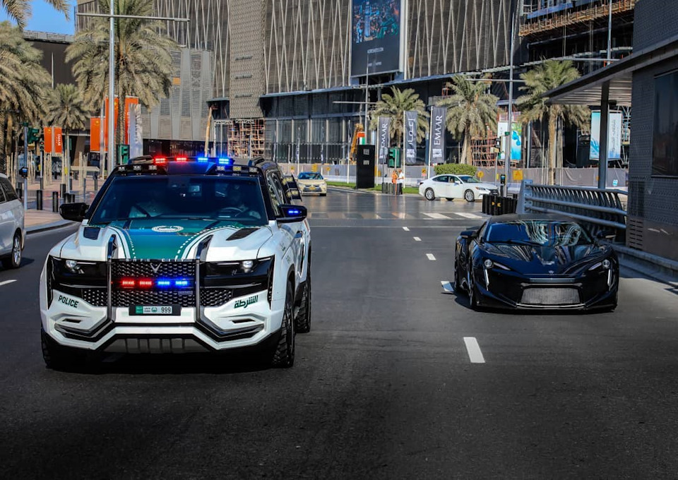 W Motors Lykan HyperSport и Beast Patrol