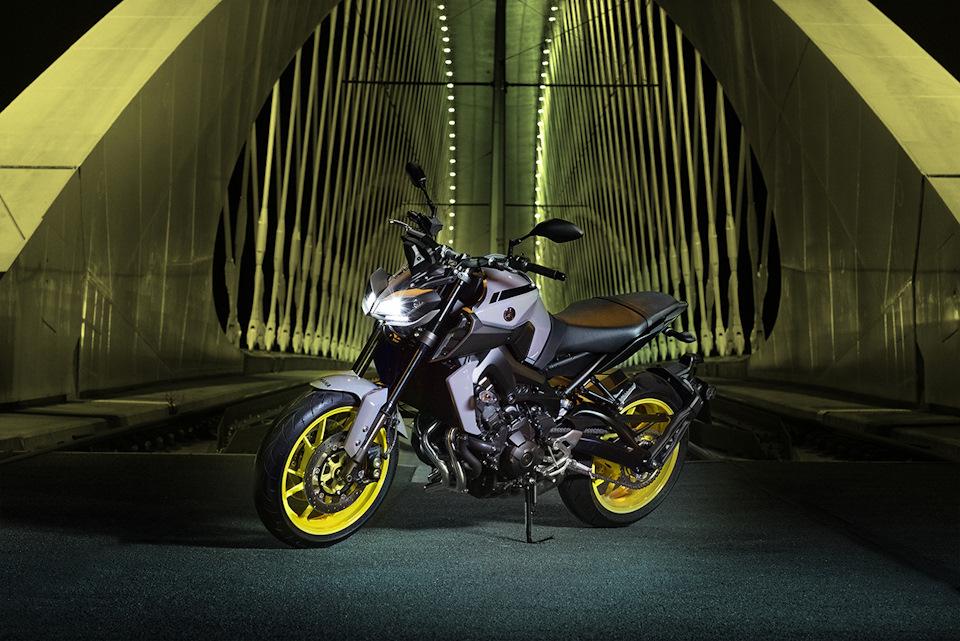 Yamaha MT-09: 847 см³, 115 л.с., 193 кг