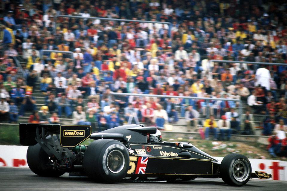 Марио Андретти на Lotus 78 Ford на Гран При Германии '77, закончившимся сходом на 34-м круге