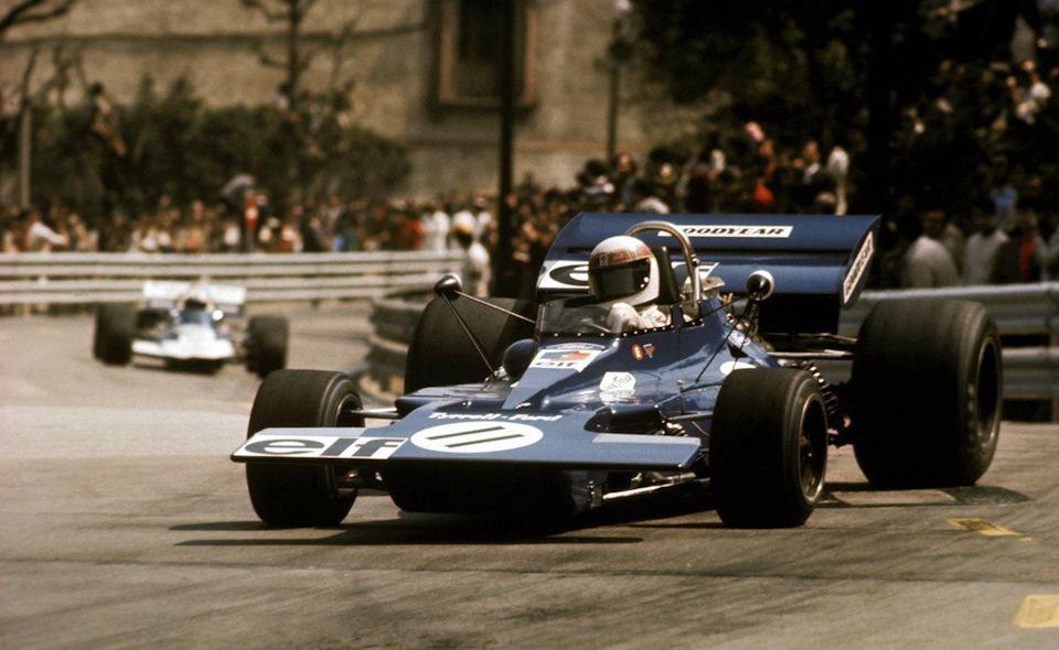 Джеки Стюарт ведет Tyrrell 003 Ford к первой победе