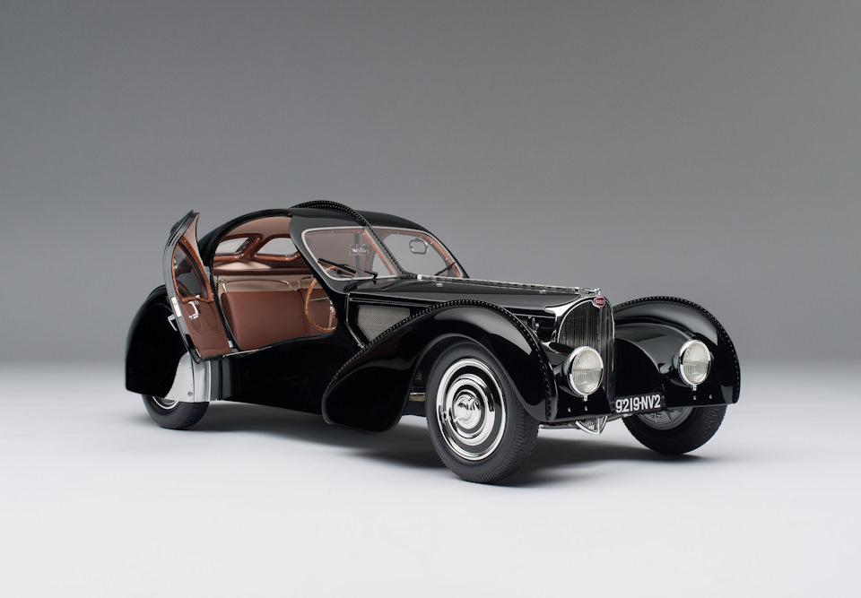 La Voiture Noire — в переводе с французского просто-напросто «чёрный автомобиль»