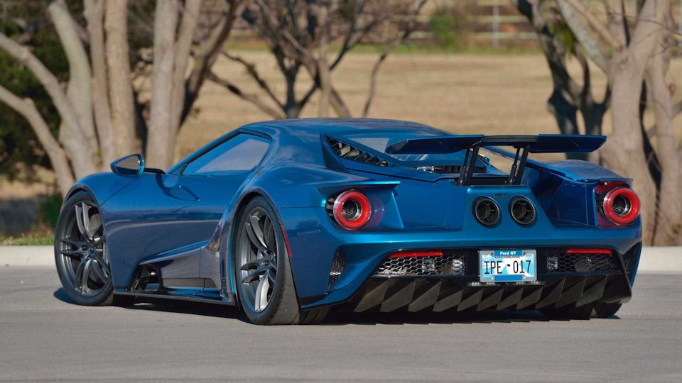 Ford GT фото сзади