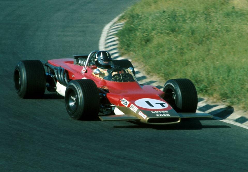 Грэм Хилл за рулем Lotus 63