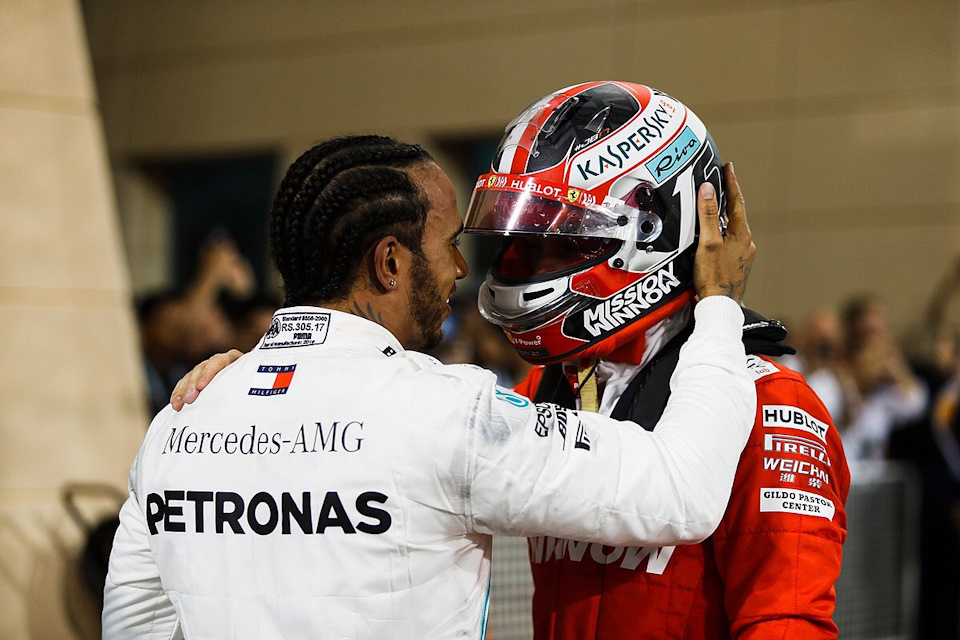 Ferrari просто играет