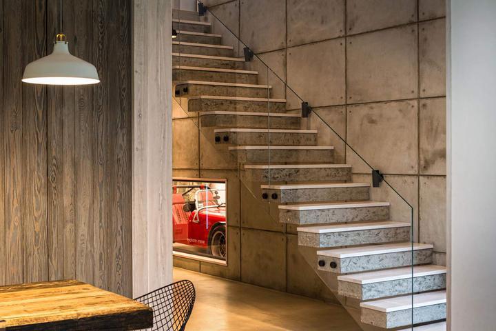 необычная лестница в частном доме