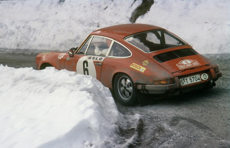 Бьорн Вальдегард и Ларс Хельмер на Porsche 911 S на пути к победе в «Ралли Монте-Карло» 1970