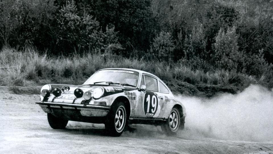 Собеслав Засада и Марьян Бень на Porsche 911 S в ходе «Ралли Сафари» 1971